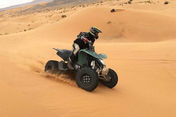 Quad dans le désert de Sahara