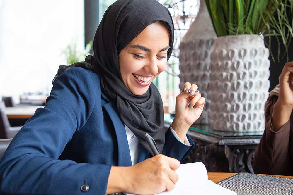 parler l'arabe couramment